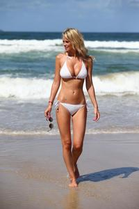 Rhian-sugden-shows-off-her-curvy-body-in-a-tiny-white-bikini-at-belongil-beach-i-14lt9bt3a3.jpg