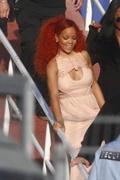 http://img288.imagevenue.com/loc475/th_510779483_RihannaW025_122_475lo.jpg
