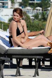 http://img288.imagevenue.com/loc478/th_312205181_Mischa_Barton_Bikini_Candids_on_the_Beach_in_Miami_December_27_2011_148_122_478lo.jpg