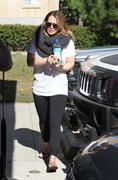 http://img288.imagevenue.com/loc489/th_349051334_Hilary_Duff_Pilates_class_in_Studio_City9_122_489lo.jpg