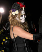 http://img288.imagevenue.com/loc526/th_419249865_Hilary_Duff_Goes_To_a_Halloween_Party9_122_526lo.jpg