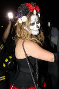 http://img288.imagevenue.com/loc533/th_419008952_Hilary_Duff_Goes_To_a_Halloween_Party5_122_533lo.jpg