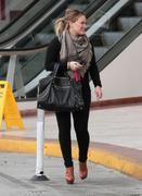 http://img288.imagevenue.com/loc555/th_612398505_Hilary_Duff_leaving_a_lunch_meeting_in_Studio_City18_122_555lo.jpg